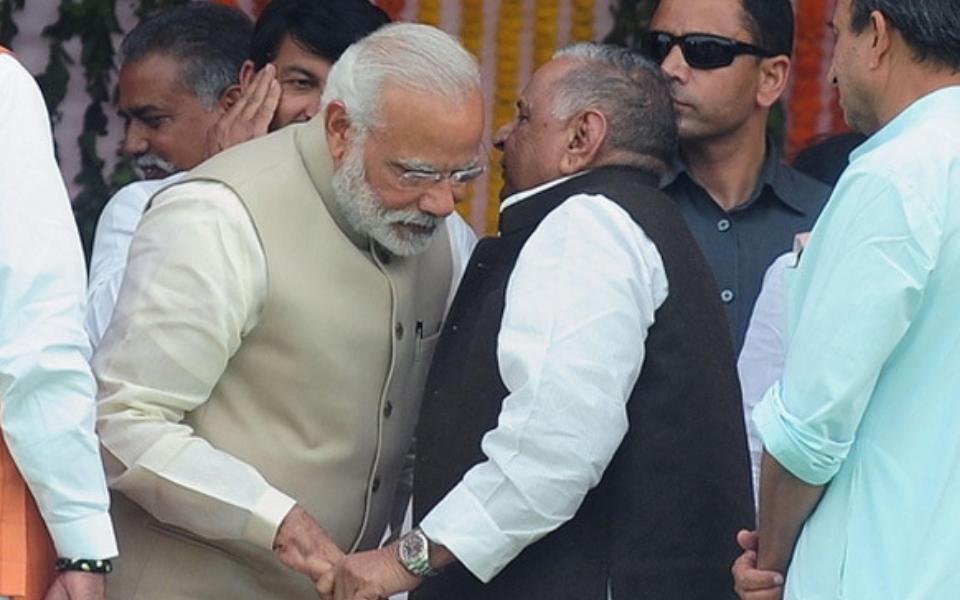 Mulayam praises Narendra Modi in Lok Sabha